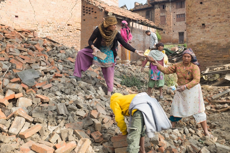 Families dig through the rubble after the Nepal earthquake (Juliette Rousselot/IRIN)