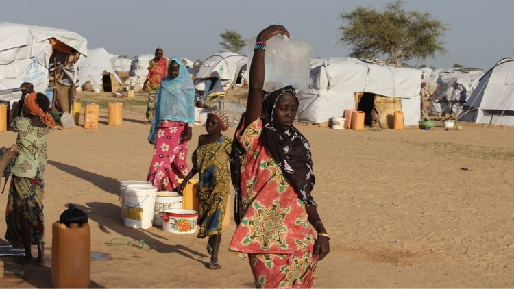 الهروب من بوكو حرام: لا مهرب ولا مكان للاختفاء  قتلت جماعة بوكو حرام أكثر من 25,000 شخص خلال السنوات الست الماضية. ومنذ عام 2014، توسعت الجماعة عبر رقعة أوسع من غرب ووسط أفريقيا، مما أدى إلى نزوح ملايين السكان. إلى أين يذهبون؟