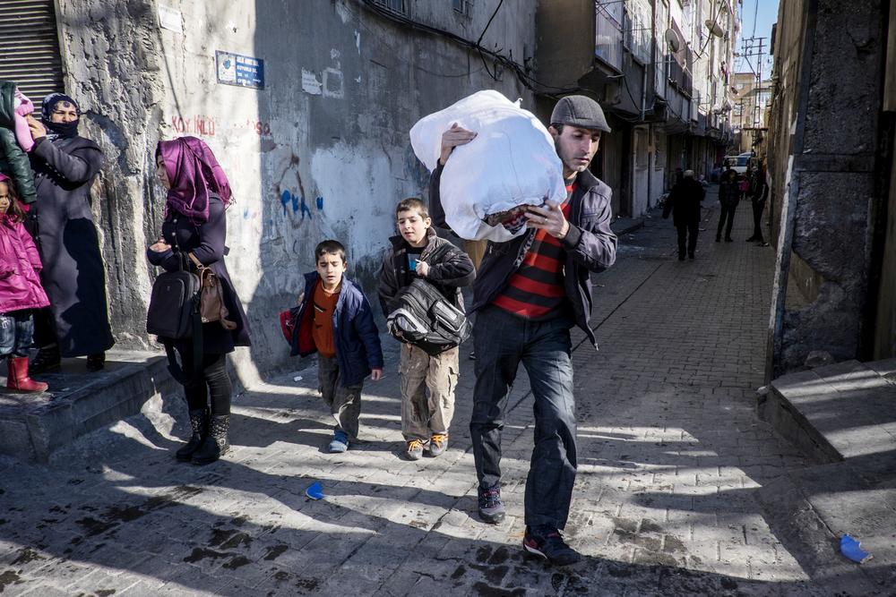 أسفرت المعارك التي اندلعت في جنوب شرق تركيا عن نزوح عشرات الآلاف