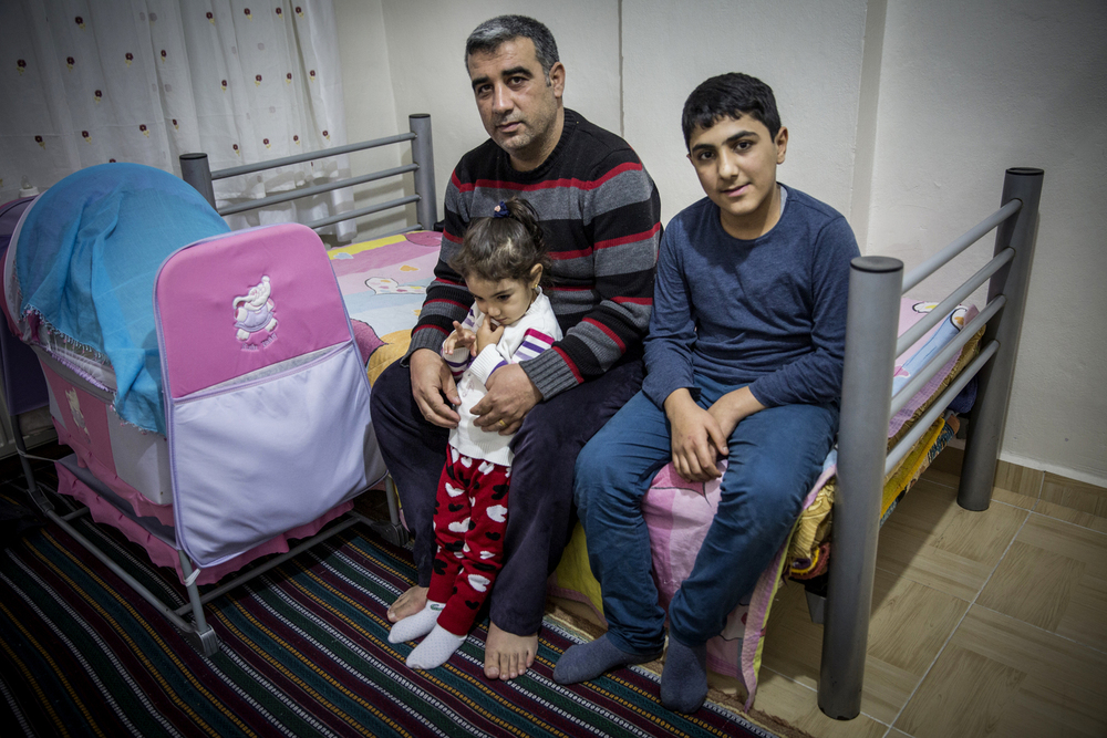 Ibrahim Cengis ne peut plus travailler depuis qu'il a fui sa maison et son atelier de menuiserie à Sur il y a trois mois