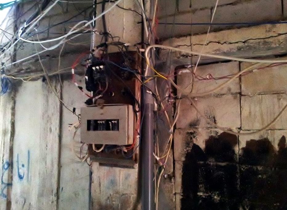 شبكة الكهرباء غير الرسمية هي مصدر دائم للخطر والإزعاج