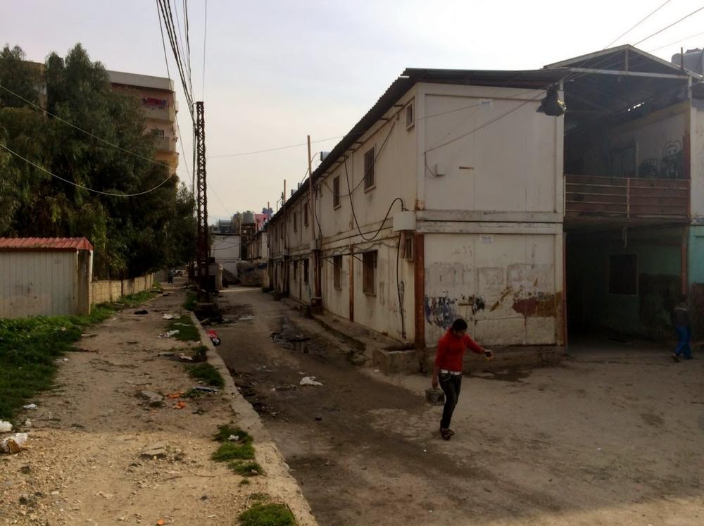 لا يزالكثير من الناس يعيشون في حاويات مؤقتة، في انتظار منازلهم الجديدة التي سيتم بناؤها