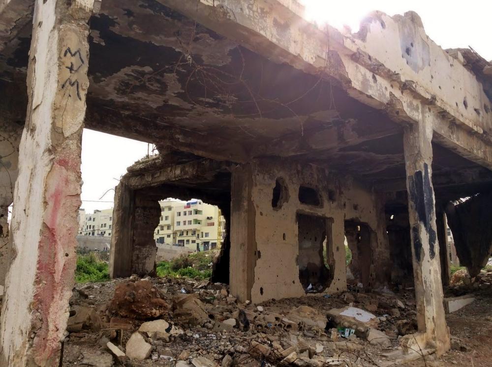 لم يتم هدم العديد من المباني المحطمة بعد