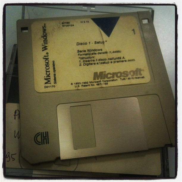 #floppy di installazione di Word SEI. (Taken with  instagram )