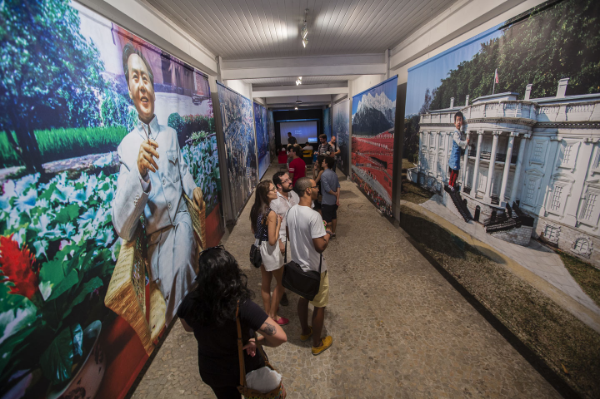 Counterfeit Paradises  sheds light on the rapid development of Chinese cities for viewers in Rio de Janeiro.  Photo:  Matthew Niederhauser