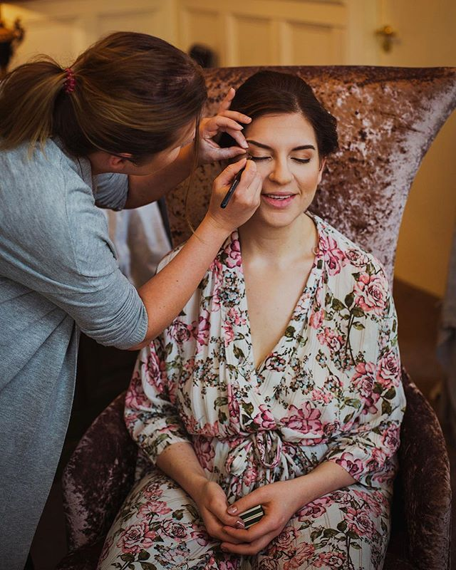 Today's 2018 roundup is all about Louise and Dan's wedding at the @exchangehotelcardiff! They had a wonderful celebration full of beautiful DIY touches by Louise, here are 3 frames from their day 🙌 💄 by @saraszpak_mua