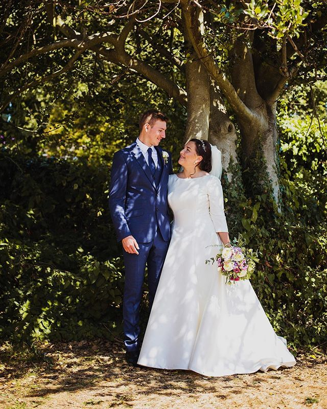 Eliza and Griff got married at Our Lady Star of the Sea church in Bury Port and continued their celebrations at @machynysgolfclub_. It was an absolute pleasure to be with this lovely pair on their wedding day; three frames 🎉🙌