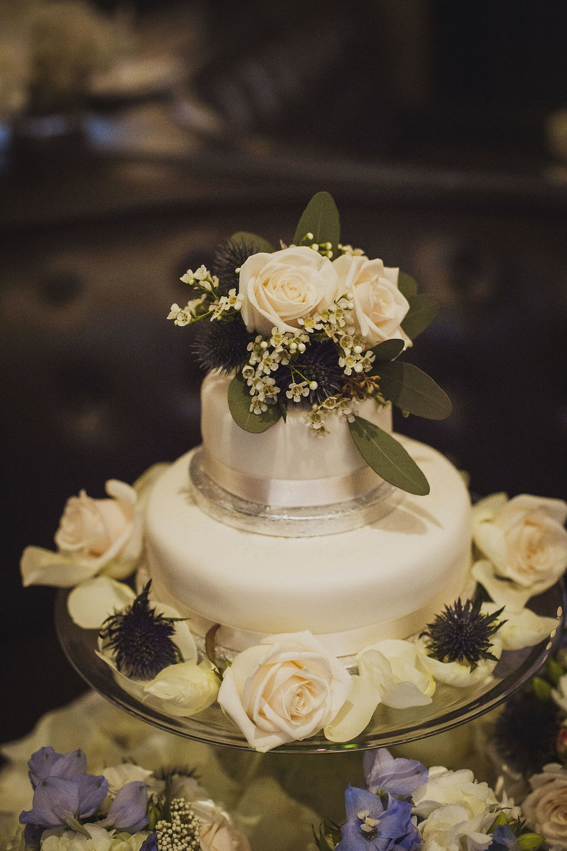 wedding cake in northall rooms corinthia hotel london wedding photographer