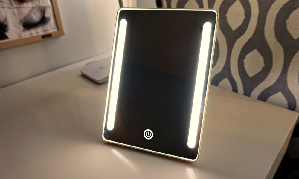 makeup mirror with LED lights - Beauty accessory