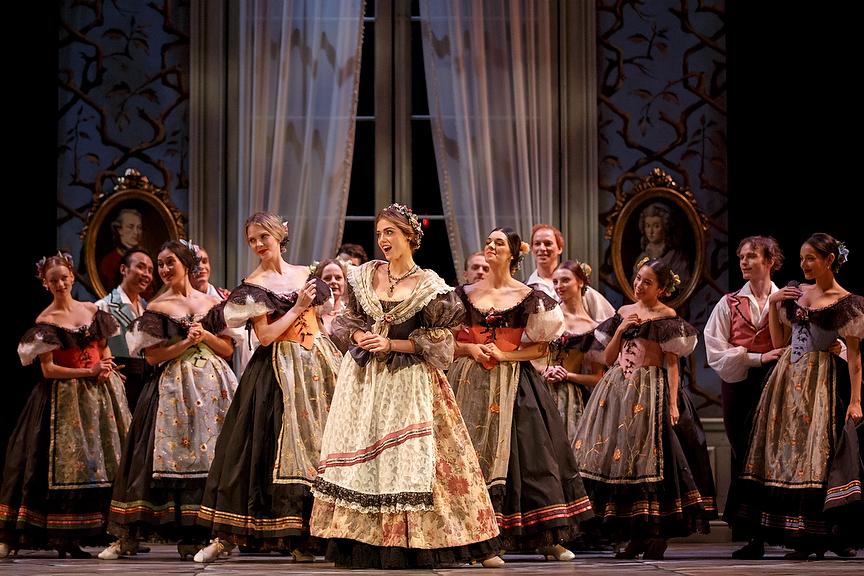 Erste Brautjungfer (Der Freischütz)   Opera Atelier, Toronto, Kanada 2012  Foto Bruce Zinger
