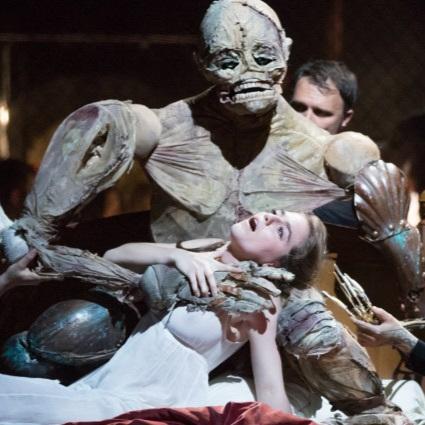 """- """"Eine Entdeckung…""""- Birgit Kleinfeld, Das OpernmagazinStaatsoper Hamburg, Elisabeth World premiere of Jan Dvořák's FrankensteinFoto dpa Christian Charisius"""