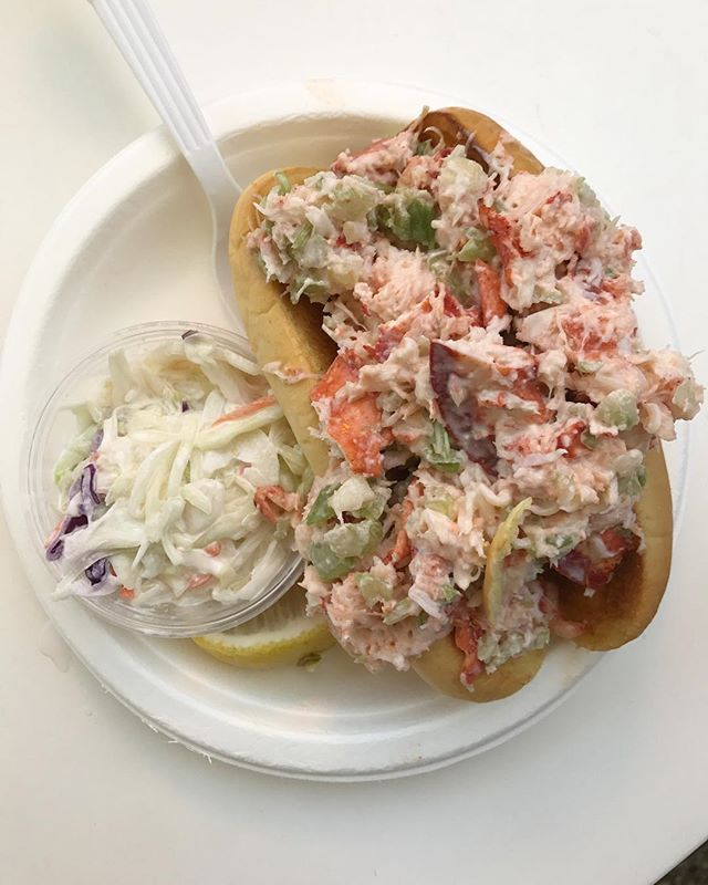 weekends should always be about never-ending lobster roll crawls + rosé 🦐🦐🦐