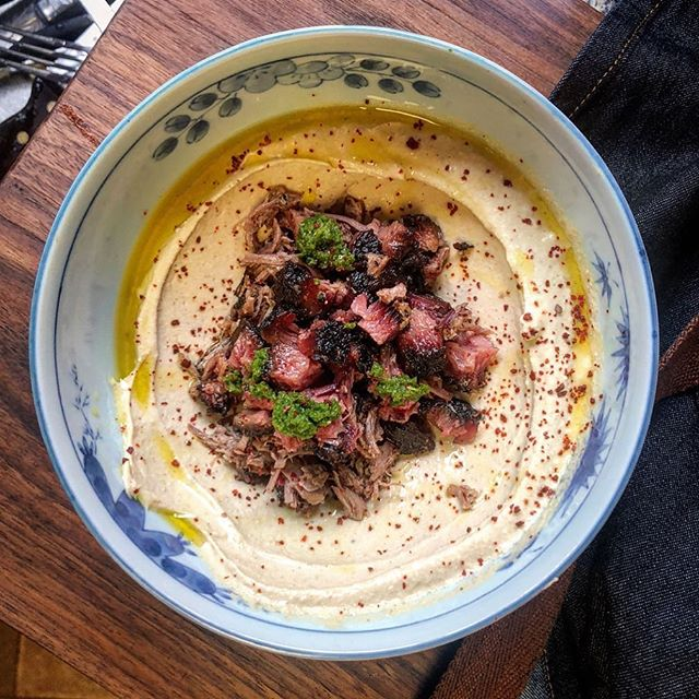 We're stoked to be teaming up with @LAFoodBowl to share some of our favorite events from this year's program! First up, the May 2, Next Gen Bowl Bash at @spareroomhwood where some of our favorite chefs across the city will bowl and showcase their signature dishes (including this brisket and hummus sitch from BBQ god @trudys_underground_barbecue)! Link to tickets in bio!!
