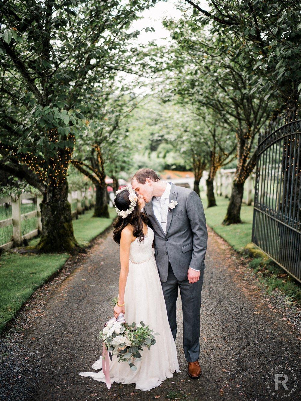 paulinebrent-ryan-flynn-delille-cellars-chateau-wedding-portraits-0059.JPG