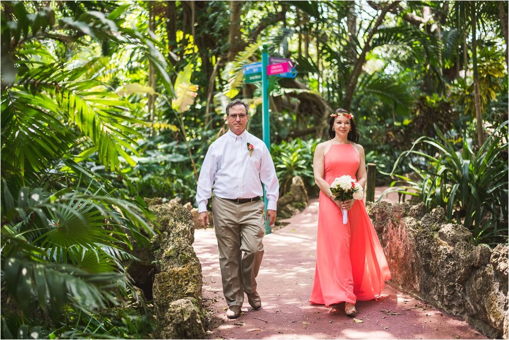 outdoor-rustic-pincrest-gardens-wedding-miami-photographer-jessenia-gonzalez_1026.jpg