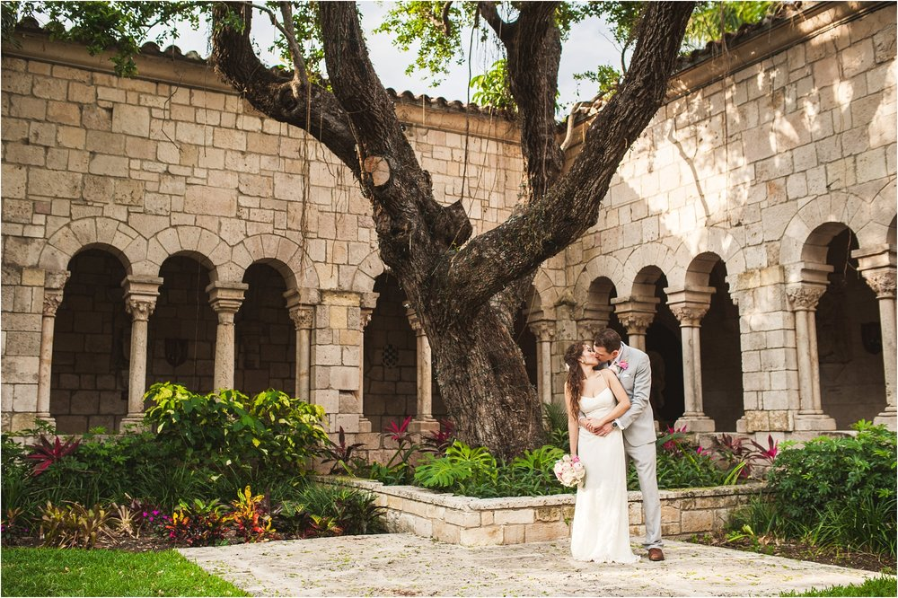 Spanish-Monastery-miami-beach-outdoor-elegant-wedding-photographer-jessenia-gonzalez_1201.jpg