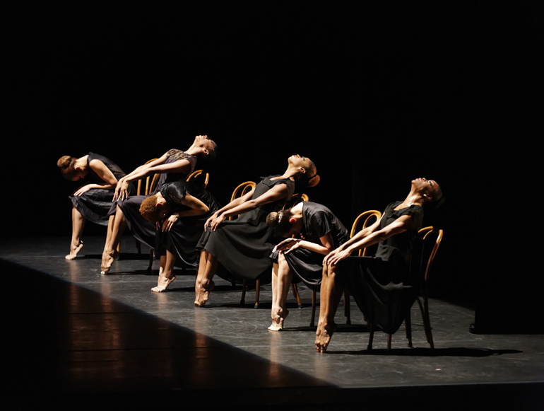 Alvin_Ailey_American_Dance_Theater_in_Ulysses_Dove_s_Vespers._Photo_by_Pierre_Wachholder.jpg