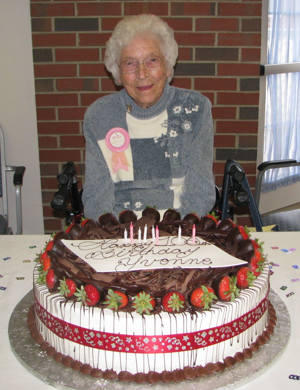 Yvonne_Wright_and_100th_Birthday_Cake.jpg