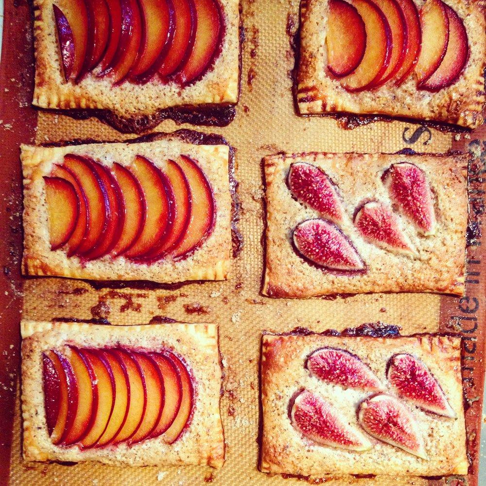 Seasonal fruit+almond cream tarts