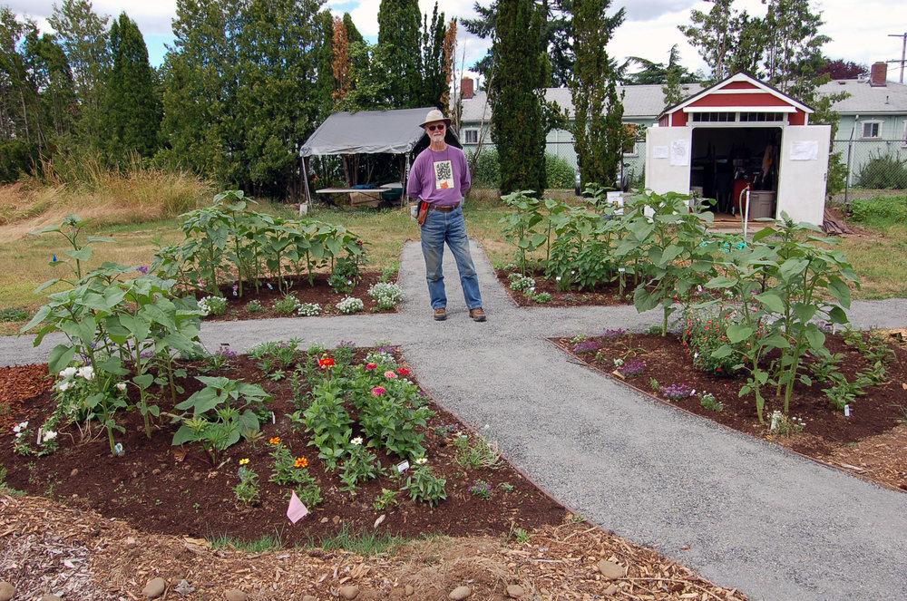 Pete-circle garden.jpg