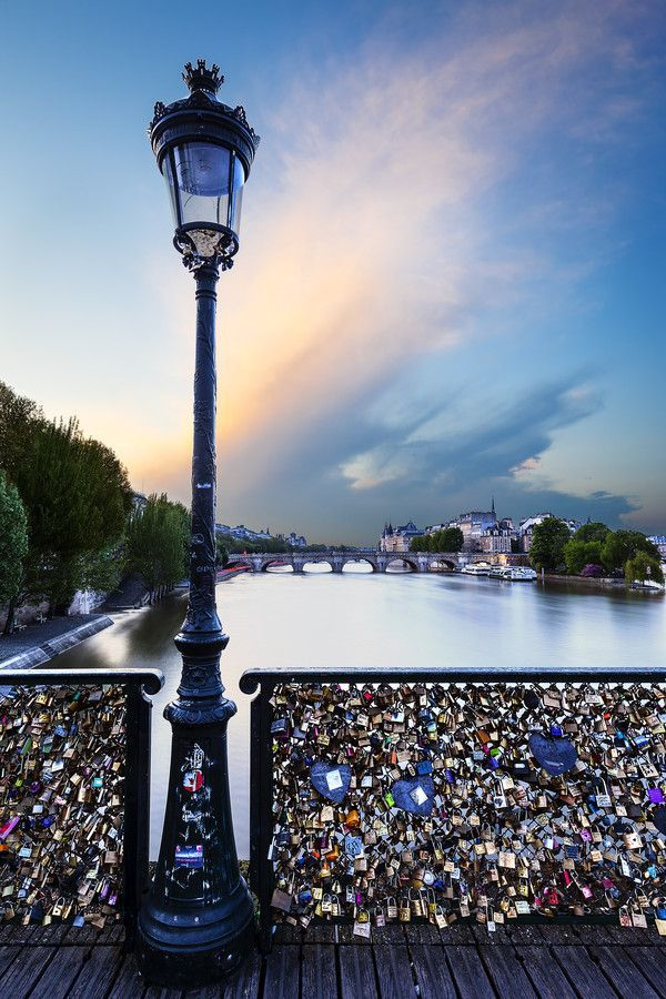 Love Lock Bridge, Paris