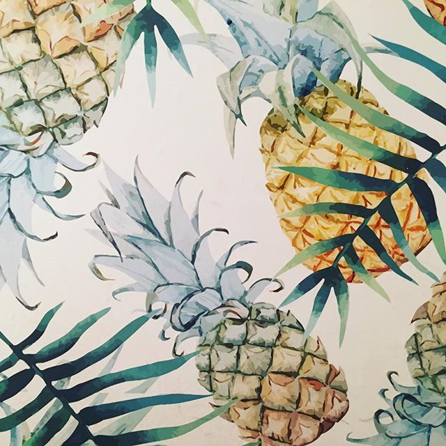 🍍🍍🍍 #bathroomdesign #wallpaper #pineapple #surflodge #montauk #interiordesign