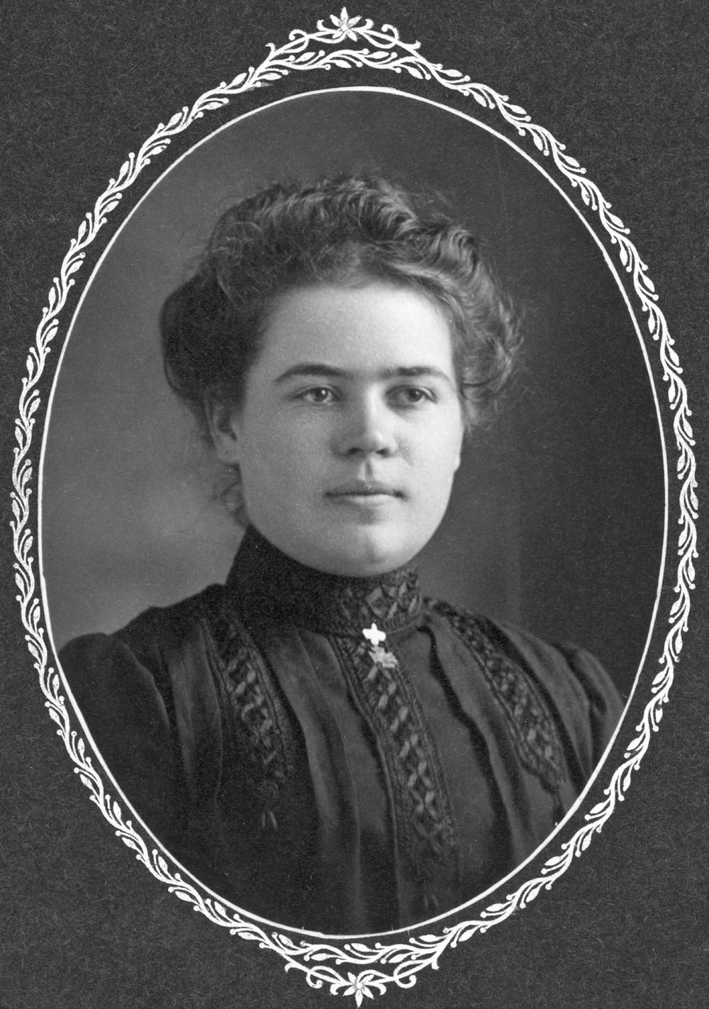 Corina Amador, circa 1905-1910