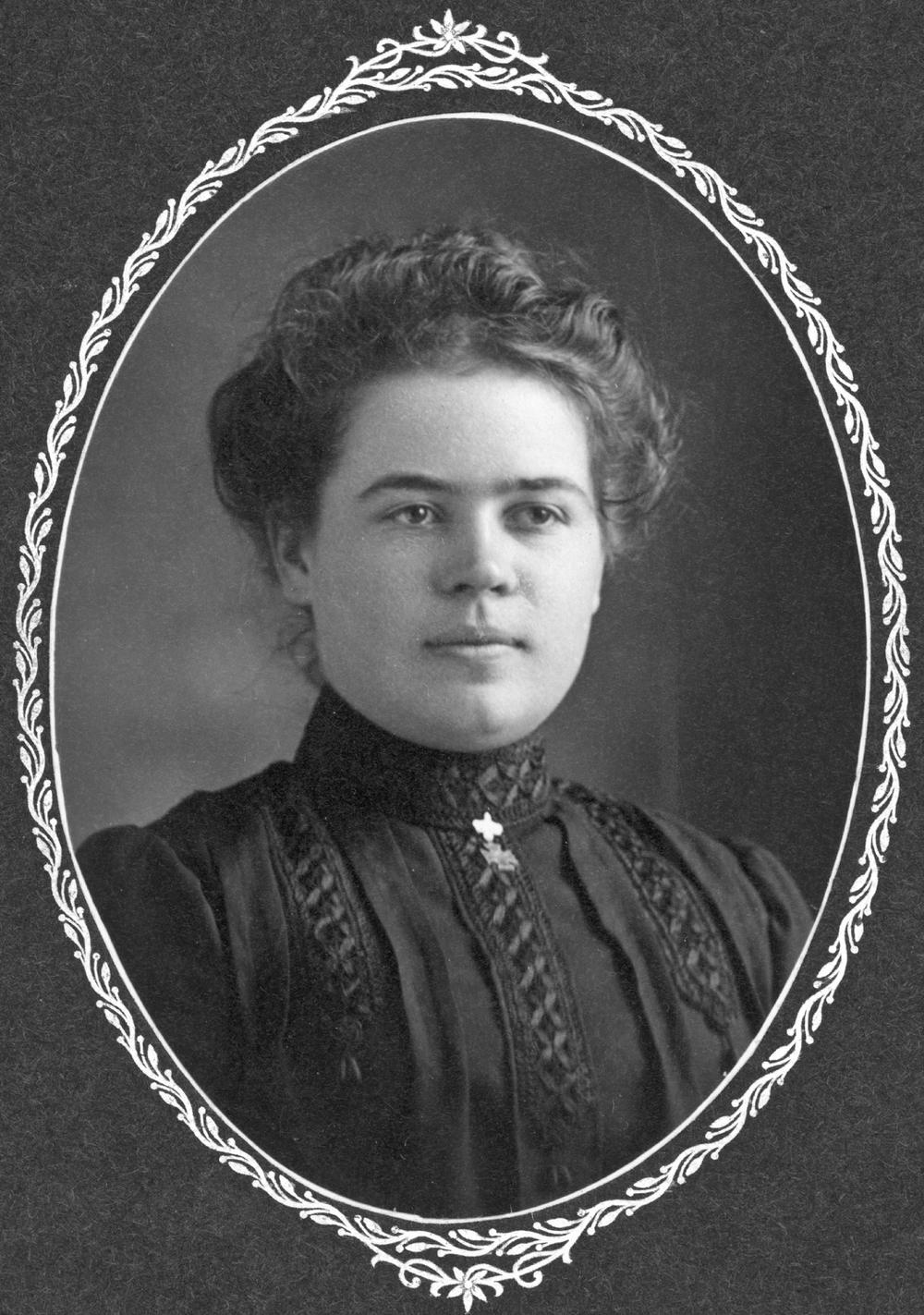 Corina Amador, c. 1905-1910.