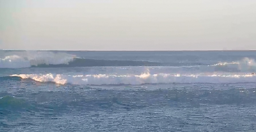 Caught some of the funest rippable overhead waves past few days. Tested some new boards with good results.