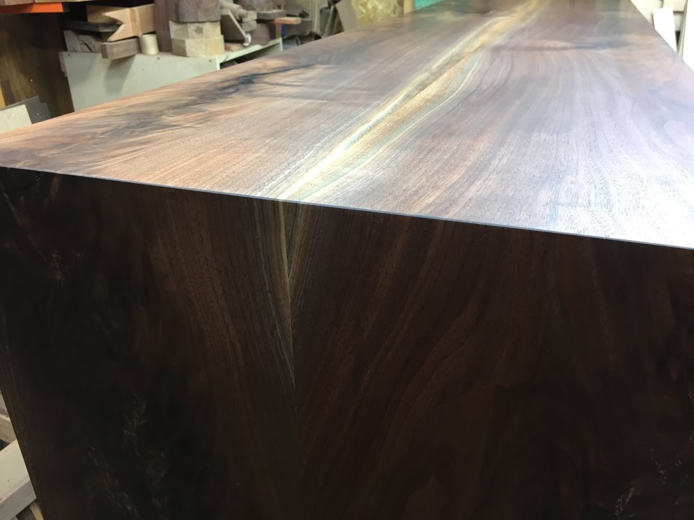 Waterfall edge with finish