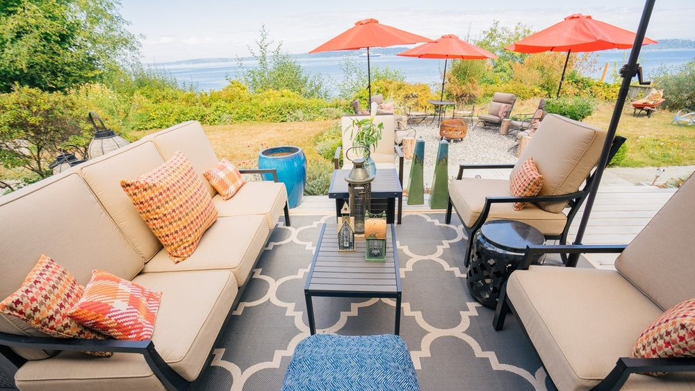 deck staging and decor