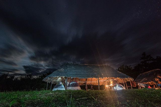 While camping in Yomibato, on the furthest native community accessible to anyone, the team was permitted to stay within the area, very close to the center of the community, deep inside Manu National Park. The team set up camp under a traditional thatched roof and next to the only form of communication for the community with the outside world, one satellite phone. 📷: @lina_collado