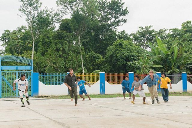 As the Native Community of Shipietari celebrated the first year of their primary school, the community decided to play soccer, and as lovers of soccer ourselves, our team couldn't resist! Either wearing rubber boots, sneakers or even barefoot, everyone had a blast. 📷: @melosaurus