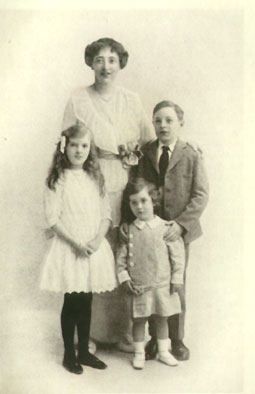 Emily Shackleton and children (Photograph taken in 1914)