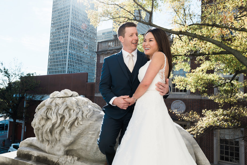 bride and groom with philly skyline background