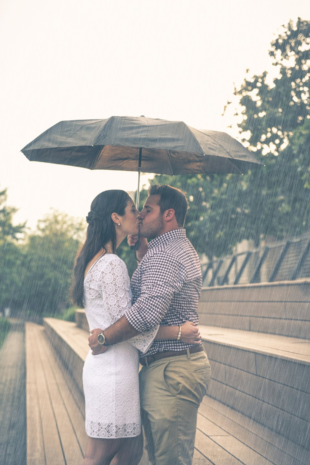 rainy-philadelphia-engagement-shoot