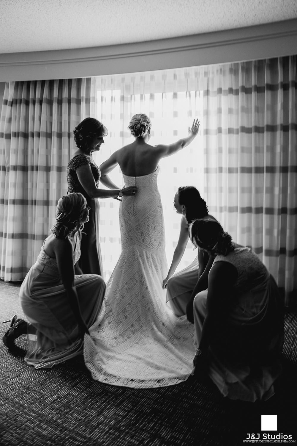 bride-getting-ready-philadelphia-wedding