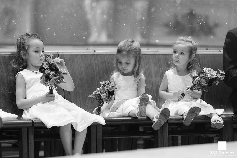 flower-girls-bored-during-ceremony