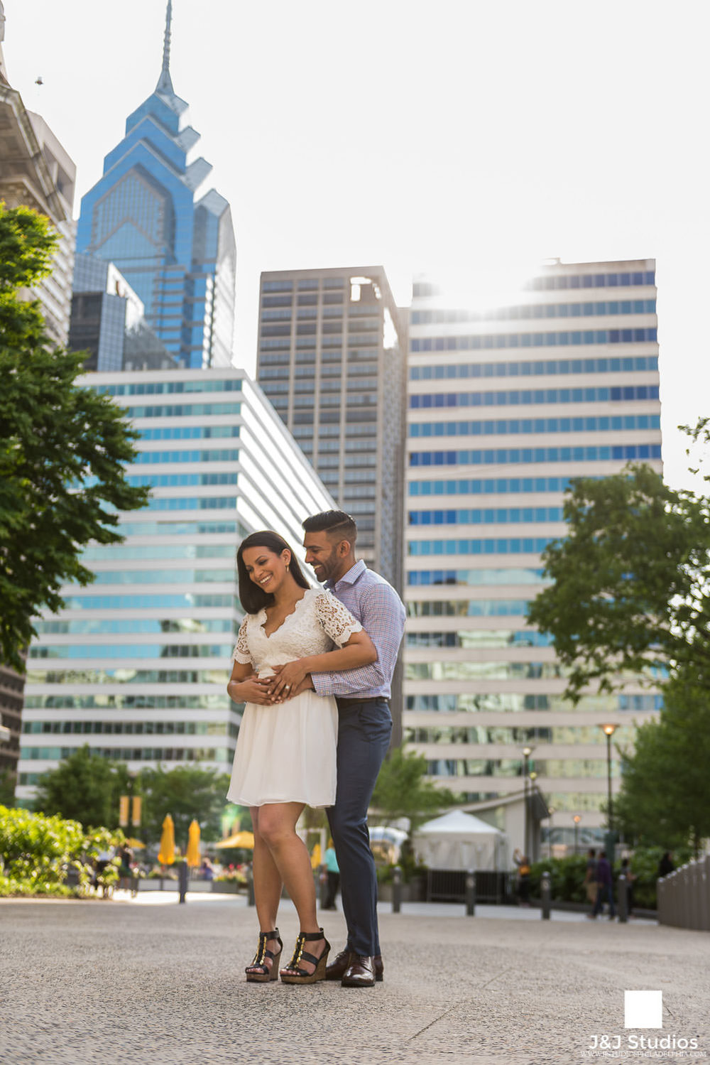 summer-philly-city-hall-engagement