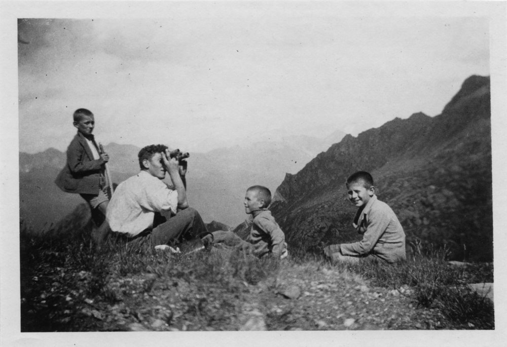 Exploring in the past.  (Verzasca Foto Archivio Storico)