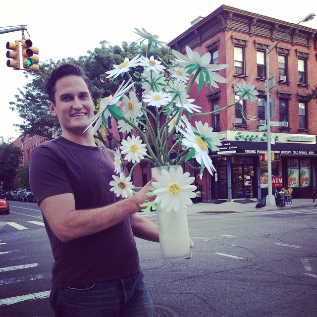 Talk about #brooklynmade ! Here are our lovely daisies being marched 4 blocks to their new home! Isn't my assistant the BEST?! This is the best example of these #paperflower daisies #intheworld for day 28 of #ctmonthinthelife @createandthrive (at 7th Ave Park Slope, BKLYN)