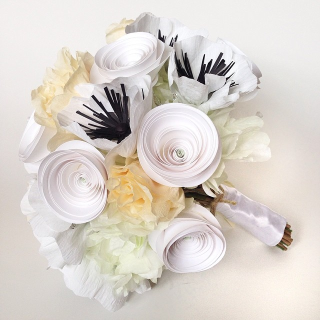 Latest replica bridal bouquet. This paper version was based on a real flower bouquet. What a great #weddinggift