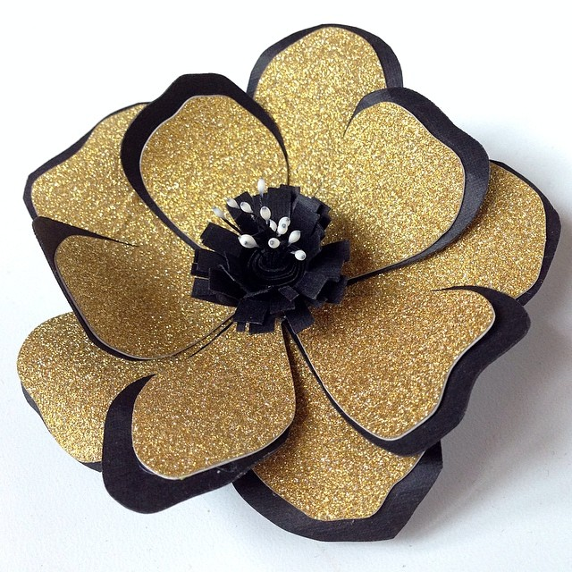 Today's hair #fascinator in #blackandgold #paperflowers