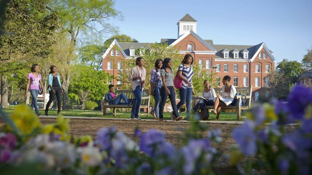 spelman-students-on-the-oval_wide-26d084ac2b87a50c45a717810f5d3425a1f8edaa.jpg