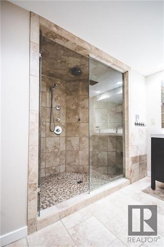 Downstairs double shower steam shower