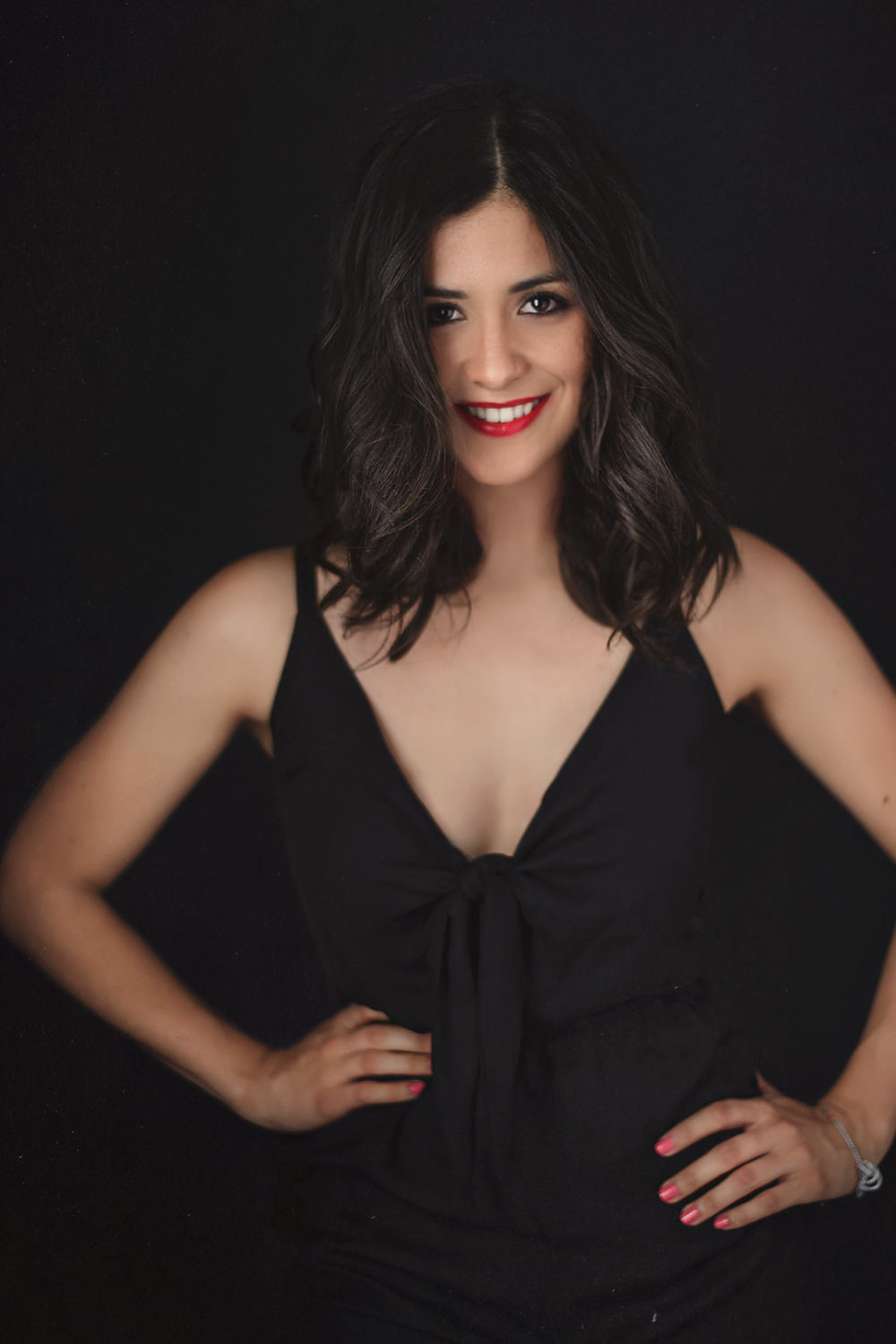 Sesion-fotos-mexicali-retrato-el-mundo-de-fa-jumpsuit-negro-cover-girl-pose