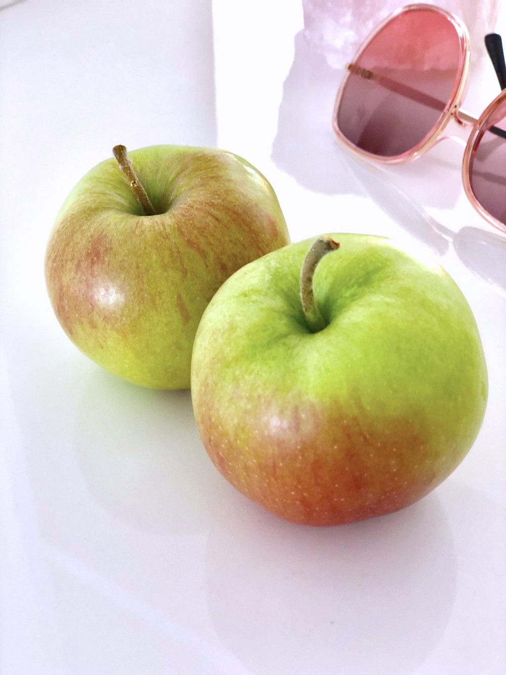sie-apples.jpg
