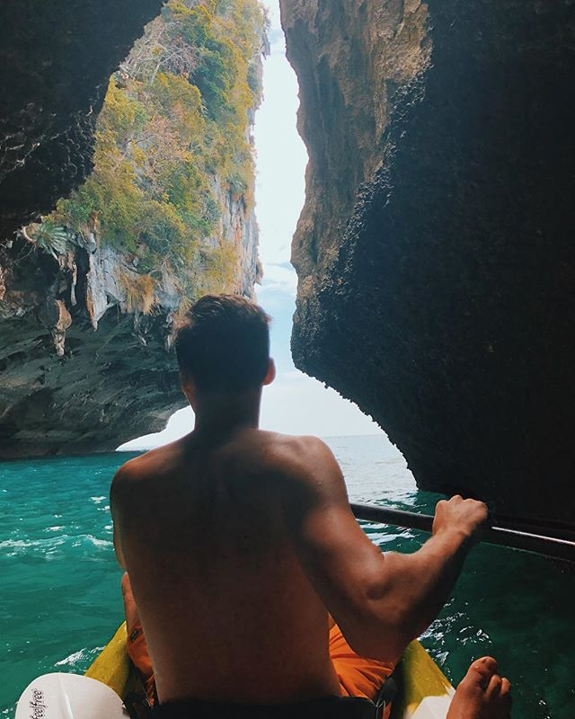 🚣🌴 Kayaking around Krabi with @ersanbeskardes  Also cheers @peter.bishoppp for walking in the ultra bounce . #Krabi #Thailand