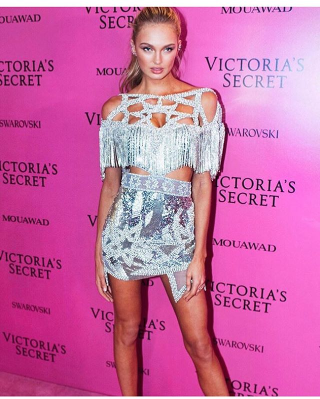 💣💣💣 #RomeeStrijd killllliing it ʍαյσɾ ʍαյσɾ ʍαյσɾ wearing @raisavanessa For the #VSFS17 #shanghai @victoriassecret another major show ✨✨✨ #GORGEOUS #styledxgabrielalangone 💕