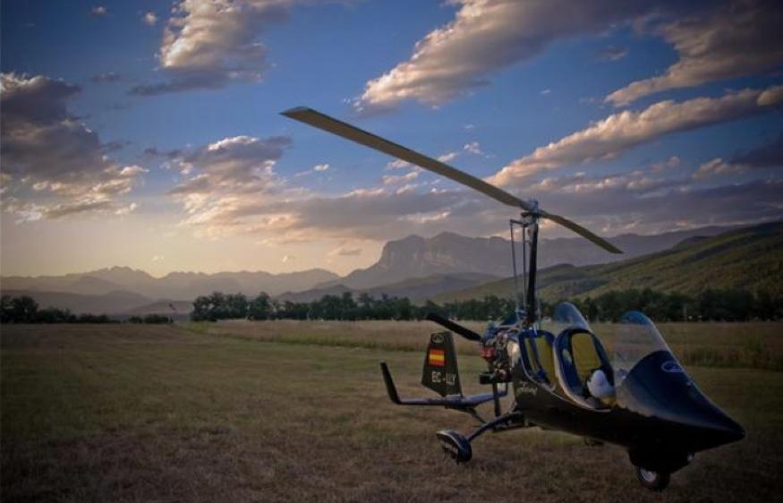 gyrocopter autogiro spanish flag nice sky